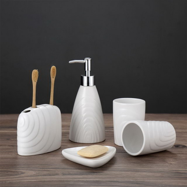 White Color Set Five Hotel Family Use Bathroom Sanitary Bathroom Accessory Ceramic Bathroom Set Accessories